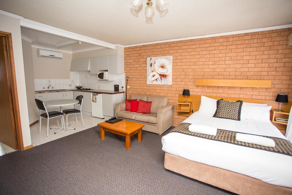 DELUXE MOTEL ROOM WITH SPA